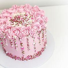 Best 24 Girly Birthday Cakes - Empire Vital - Best 24 Girly Birthday Cakes – E. Girly Birthday Cakes, 14th Birthday Cakes, Girly Cakes, Fancy Cakes, Pretty In Pink, Fnaf Cake, White And Gold Wedding Cake, Glitter Cake, Glitter Birthday Cake