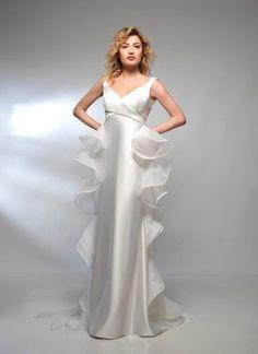 Tosetti sposa, è il salotto dell' eleganza e dell'esclusivita', sia per gli sposi che per il seguito! E' il luogo dove  trovare risposte a diverse esigenze, grazie alla vasta scelta di abiti e accessori. La selezione zione delle migliori griffe, gli abiti su misura. la consulenza di stiliste, modelliste e sarte....fa si di rendere il giorno del vostro matrimonio perfetto! Abiti Simone Marulli Www.tosettisposa.it #wedding #matrimonio #tosetti #tosettisposa