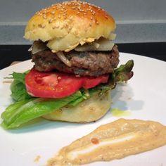 Sábado de #burger de ternera&cerdo con mahonesa de #tomate...