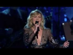 """Jennifer Nettles from Sugarland paying tribute to Kennedy Center honoree, Neil Diamond. She sings his song, """"Hello Again"""", just as good as, if not better than Neil Diamond! Country Western Songs, Best Country Music, Country Music Videos, Country Music Singers, Music Like, Sound Of Music, Live Music, My Music, Jennifer Nettles"""
