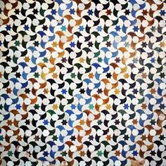 Tiles Alhambra, Spain Islamic Tiles, Islamic Art, Motifs Islamiques, Mosaic Patterns, Geometric Patterns, Ceramic Mosaic Tile, Islamic Patterns, Green Street, Spanish Tile