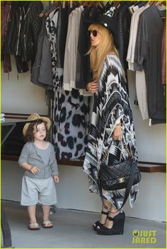 Rachel Zoe and her husband Rodger Berman take their son Skyler shopping on July 2013 Celebrity Moms, Celebrity Outfits, Celebrity Style, Rachel Zoe, Boho Fashion, Girl Fashion, Womens Fashion, Maternity Fashion, Maternity Style