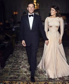 Princess Eugenie and Jack Brooksbank wedding reception photograph. Princess Eugenie and Jack Brooksbank wedding reception photograph. Princess Eugenie in a amazing gown by Zac Posen. Princesa Eugenie, Princesa Beatrice, Zac Posen, Royal Brides, Royal Weddings, Blue Weddings, Romantic Weddings, Beauty And Fashion, Royal Fashion
