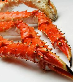 These sustainable caught Alaskan King crab from the Bering Sea have rich, flavorful meat makes these crab legs the most sought-after in the world! Precook and ready to eat chilled. They are also great on the grill, or steamed. 5 LBS