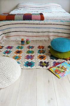The Crochet Rug Makes Your Room Full of Happiness – Rug making Crochet Quilt, Crochet Home, Love Crochet, Crochet Granny, Hand Crochet, Hand Knitting, Crochet Blankets, Granny Square Projects, Crochet Decoration