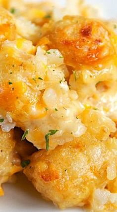 French Onion Tater Tot Casserole: 1 package frozen tater tots, 1 can Cream of Chicken soup, 1 container French Onion Dip (Kraft), 8 oz shredded cheddar cheese Casserole Dishes, Casserole Recipes, Tator Tot Casserole Recipe, Potato Casserole, Tatertot Breakfast Casserole, Tater Tot Bake, Cheesy Tater Tots, Tater Tot Breakfast, Vegetable Casserole