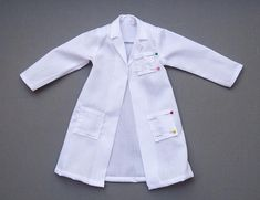 This pattern was designed to fit an Iplehouse JID, but also fits other, smaller MSDs, such as my Doll Leaves Maya. *Note, the first lab coat I made (and used for the steps in the Instruction photo). Barbie Patterns, Costume Patterns, Kids Patterns, Coat Patterns, Kids Lab Coat, Kids Coats, Sewing Kids Clothes, Barbie Clothes, Doctor Costume Kids