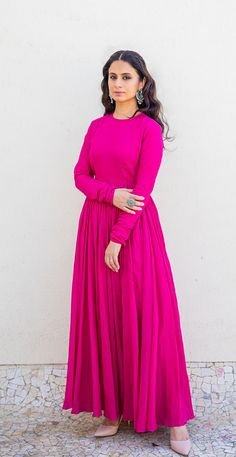 Indian Gowns Dresses, Indian Fashion Dresses, Dress Indian Style, Indian Designer Outfits, Designer Anarkali Dresses, Designer Party Wear Dresses, Kurti Designs Party Wear, Stylish Dress Designs, Designs For Dresses