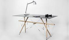 Der Tensegrity Table ist eine spannende Design-Studie, deren Innovation in der Konstruktion und der Materialverwendung liegt.