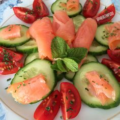 Snackplate!! Smoked salmon with cucumber and tomatoes!!
