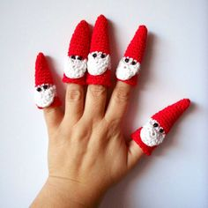 Free crochet pattern for Santa finger puppets