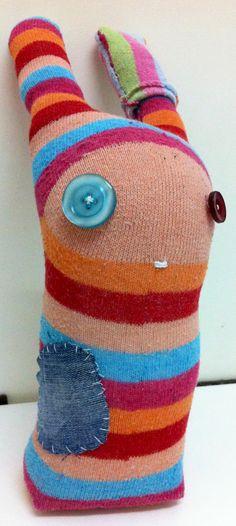 Reciclando calcetines. Una idea genial para hacer con los peques de casa.