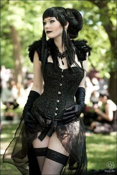 Top Gothic Fashion Tips To Keep You In Style. As trends change, and you age, be willing to alter your style so that you can always look your best. Consistently using good gothic fashion sense can help Dark Beauty, Goth Beauty, Gothic Mode, Gothic Lolita, Alternative Mode, Alternative Fashion, Gothic Steampunk, Steampunk Fashion, Gothic Corset