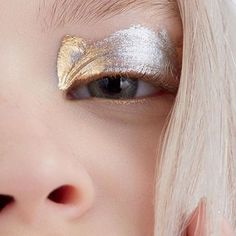 A STROKE of SILVER! LIVING for the GORGE simplicity of this DIVINE #METALMORPHOSIS005 Inspired look by MAJOR #MUA @danavilan shot by @anairam10 LOVE