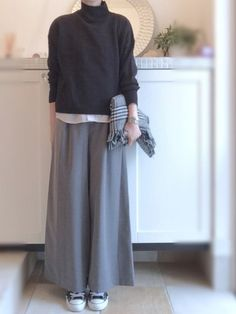 40代アラフォーの黒スニーカーコーデ9 寒くなったらハ... Hipster Fashion, Minimal Fashion, Modest Fashion, Hijab Fashion, Fashion Outfits, Womens Fashion, Japanese Minimalist Fashion, Japanese Fashion, Korean Fashion
