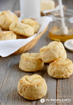 Paleo Biscuits Recipe - added one tbsp of butter and one tbsp of honey. Best texture I've ever had in a paleo baked good. Paleo Bread, Paleo Baking, Gluten Free Baking, Paleo Food, Paleo Menu, Diet Menu, Healthy Food, Paleo Biscuits, Buttermilk Biscuits
