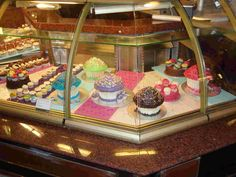 Harrods, London, giant cupcakes! Yum!  By: Lucky Little Travelers, a vacation guide dedicated to family travel with FREE online travel guides & vacation packing lists.