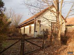 Karádon - a Balatontól csupán 25 km-re - csendes kis faluban, 76 m2-es felújítandó parasztház, kisebb melléképülettel eladó. A lakóházban 2 szoba,...