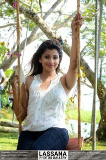 wounderful-srilankan-nude-sex-gallery-mature-squeezes-his-balls