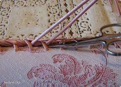 плетение из газет. загибка края косичкой (26) (520x377, 139Kb)