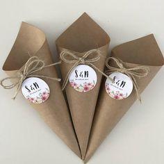 Carta Kraft - Lilly is Love Wedding Paper, Wedding Gifts, Wedding Ideas, Craft Gifts, Diy Gifts, Wrapping Gift, Diy And Crafts, Crafts For Kids, Paper Cones