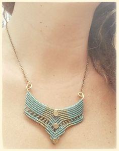 Collar tamaño M, tejido con hilo encerado sobre cobre. https://www.facebook.com/macrameraices?ref=hl