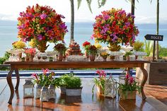 MARA PEREZ ARQUITETURA DE FESTAS Wedding Favors And Gifts, Sunset Party, Diy Wedding Flowers, Ceremony Decorations, Tropical Flowers, Wedding Themes, Event Decor, Wedding Details, Floral Arrangements