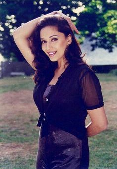 Madhuri dixit Most Beautiful Indian Actress, Beautiful Actresses, Katrina Pic, Madhuri Dixit Hot, Pretty Girl Rock, Bollywood Outfits, Brunette Woman, Old Actress, Sexy Poses