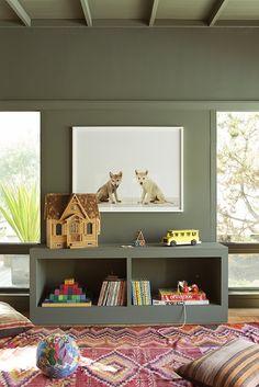 J'adore cette chambre car pour tout vous dire j'ai opté pour la même teinte de peinture  pour la chambre de mon fils, à savoir le kaki. J'a...