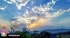 @travelingyourlife nos comparte esta fotografía en la Sierra  Utilizando el HT #Igersfalcon . .  Atardeciendo... Falcón Venezuela . .  #instapic #picoftheday #photooftheday #igersvenezuela  #photo #sunrise  #instagood #sunset #falcon #venezuela #sky #igersfalcon #puntofijoguia #paraguana #clouds #venezuelahermosa