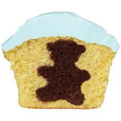 Putting Cake Shapes Inside of a Cupcake - How do you get a bear inside a cupcake? Cut shapes from a sheet cake using cookie cutters and add the cake shape to your baking cup along withyour cupcake batter in a different color. Teddy Bear Cupcakes, Cute Cupcakes, Cake Decorating Tips, Cookie Decorating, Surprise Inside Cake, Cupcake Pictures, Candy Decorations, Dessert Decoration, Cake Shapes