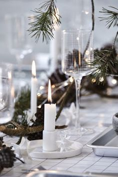 A Nordic-style monochrome Christmas table setting by House Doctor. Christmas Trends, Christmas Kitchen, Noel Christmas, Scandinavian Christmas, Rustic Christmas, Christmas Inspiration, Winter Christmas, Xmas, Scandinavian Living