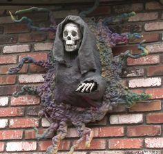 Monster Mud Wall Breaker #DIY #homehaunting #halloween #home-haunt