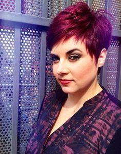 Cut not colour Funky Short Hair, Very Short Hair, Cute Hairstyles For Short Hair, Short Hair Cuts For Women, Pixie Hairstyles, Curly Hair Styles, Cool Hair Color, Hair Highlights, Hair Today