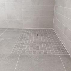 Instagram media by eidehuset - ♡ Close up på hovedbadet ♡ me stor gledar oss til dusjveggane og badekaret kjem! #bathroom #baderom #bad #tiles #fliser #nettflis #myhome #grått #funkis #finahem #tipstilhjemmet #baderomstips #lysefuger #gråttbad #closeup #spabad #goodfeelingbath #detblirsåbra #klararnestenikkjevente #inspo #inspirasjon #boliginspirasjon #boligdrøm #vårtbad #tettpå