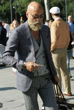 cool funky streetstyle men Source by Bald Men With Beards, Bald With Beard, Grey Beards, Bald Man, Hipsters, Shaved Head With Beard, Older Mens Fashion, Men Fashion, Fashion Outfits