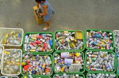 Em Kamikatsu, os resíduos são separados pelos cidadãos em 34 categorias distintas e levados para um centro de recolha da comunidade.