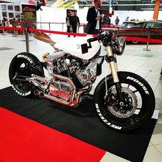 get rock & roll? Virago Cafe Racer, Yamaha Cafe Racer, Cafe Racers, Street Fighter Motorcycle, Street Racing, Motorcycle Style, Custom Street Bikes, Custom Bikes, Rock Roll