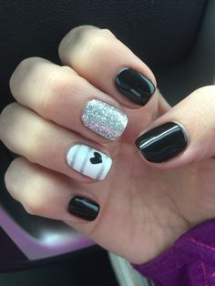 Lovely And Vibrant Shellac Nail Designs Manicure - Nails C Silver Nails, Pink Nails, Black Shellac Nails, Acrylic Nails, Oval Nails, Shellac Nail Art, Trendy Nails, Cute Nails, Shellac Nail Designs