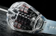 Hublot lleva a otro nivel sus relojes. La novedad se llama MP-05 Ferrari Laferrari Sapphire y es un tributo al superdeportivo FXX K de la casa de Maranello.
