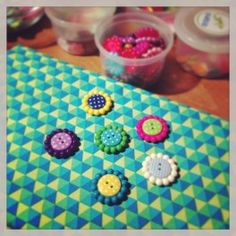 5 Large Flower Buttons 25mm. Pretty combinations of spotty and flower buttons to make embellishments.