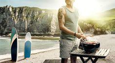 Het barbecue seizoen is officieel van start! Het wordt weer tijd om uw barbecue tevoorschijn te halen. Heeft u die nog niet of op zoek naar een nieuwe…? Kom dan langs en bekijk de vele variaties die wij hebben staan in onze winkel. Gas, elektrisch en kolen barbecues kunt u bij ons vinden. U kunt ook gelijk beginnen, want gas en kolen hebben wij voldoende op voorraad!