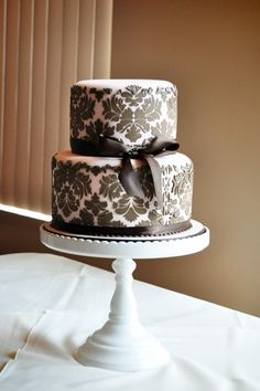 Pink and brown damask - For a baby girl [Shower Cake]