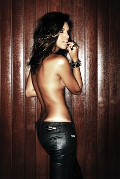 mariana rios with hot leather pants Sexy Thoughts, Best Self Tanner, Beautiful People, Beautiful Women, Beautiful Pictures, Cool Style, My Style, Rocker Chic, Tan Skin