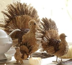 Turkeys made of straw and feathers