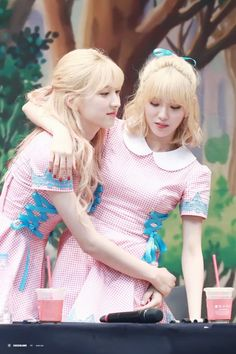 WJSN ♡ Eunseo 은서 (Son Juyeon 손주연) & Lee Luda 이루다 at 'Happy' era fansign 170610 #루다 #우주소녀