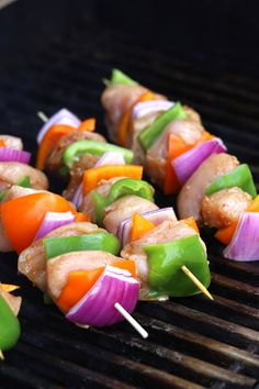 This Southwest Chicken Kabobs Marinade is the perfect addition to your grilling night!It's amazing on steak or chicken. Chicken Peppers And Onions, Grilling Recipes, Cooking Recipes, Grilled Chicken Kabobs, Chicken On A Stick, Vegetarian Recipes, Healthy Recipes, Skewer Recipes, Cookout Food