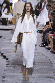 A definite yes for your honeymoon wardrobe! Michael Kors Collection Spring 2018 RTW