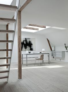 simplicity: white and rustic wood  http://www.interioresminimalistas.com