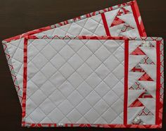 Tischsets Table Runner And Placemats, Quilted Table Runners, Quilting Projects, Sewing Projects, Sewing Ideas, Braid Quilt, Skinny Quilts, Place Mats Quilted, Tablerunners
